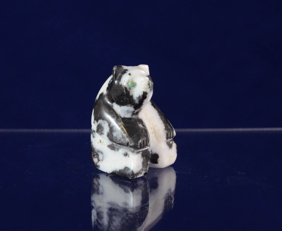 Sitting Bear by Florenda Lunasee Zuni fetish carver